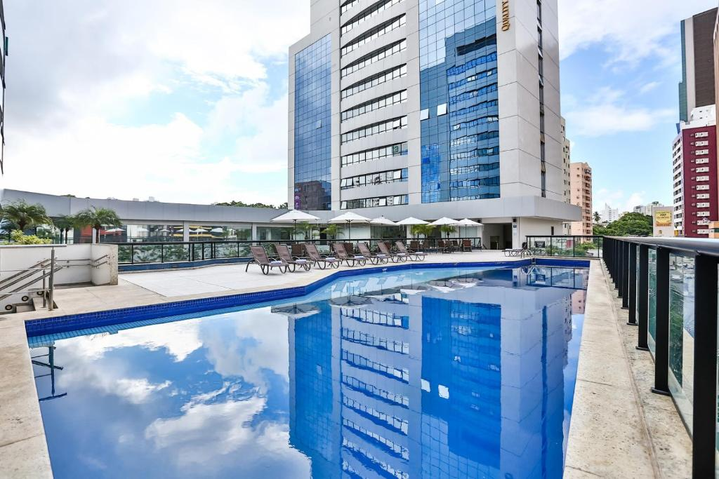 The swimming pool at or close to Quality Hotel São Salvador