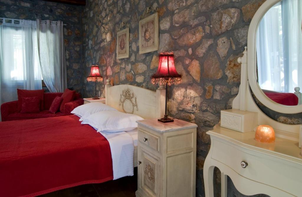 Łóżko lub łóżka w pokoju w obiekcie Xenonas Alexiou