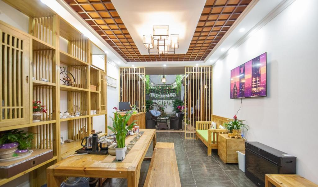 The lobby or reception area at Lijiang Secret Garden Boutique Inn