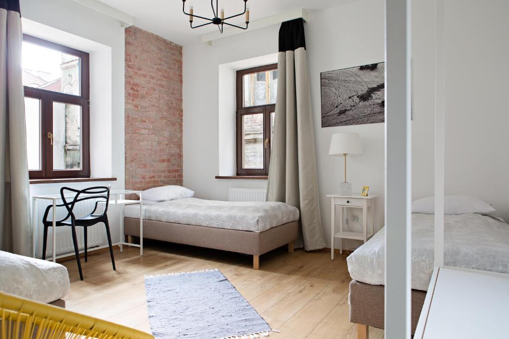 Hostel Starówka房間的床