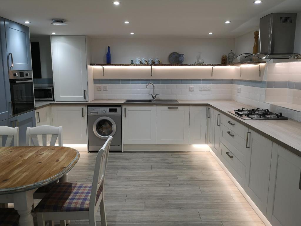A kitchen or kitchenette at GAINESVILLE