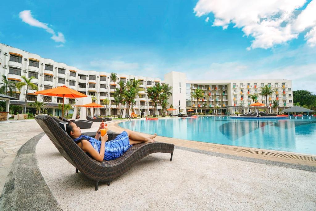 The swimming pool at or near HARRIS Resort Batam Waterfront