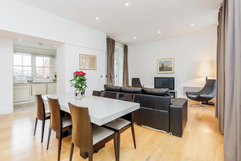 Beautiful 3 Bed, 3 Bathroom In High St. Kensington