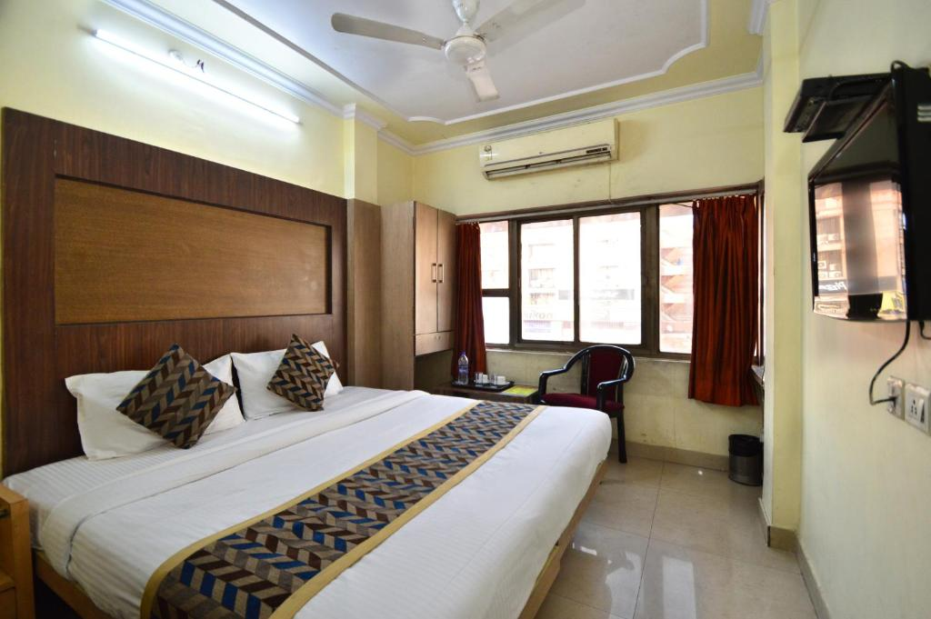 A bed or beds in a room at Hotel Radha Palace