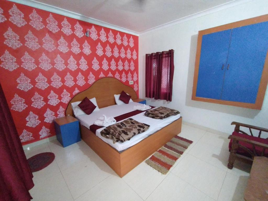 A bed or beds in a room at Mohit Paying Guest House