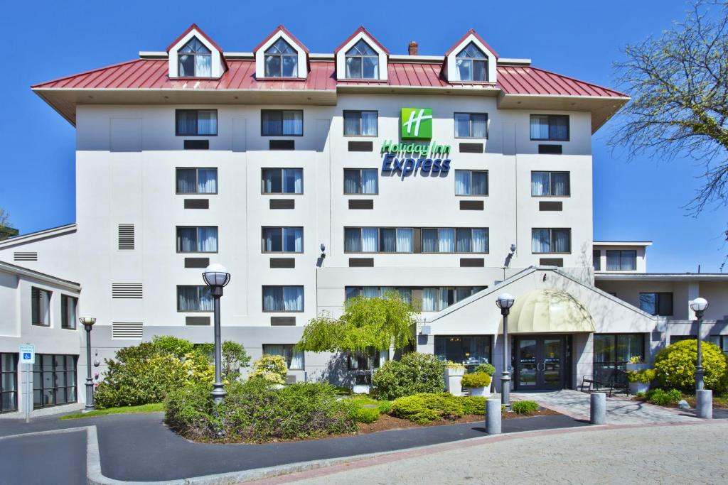 Holiday Inn Express Boston Waltham Ma Booking Com