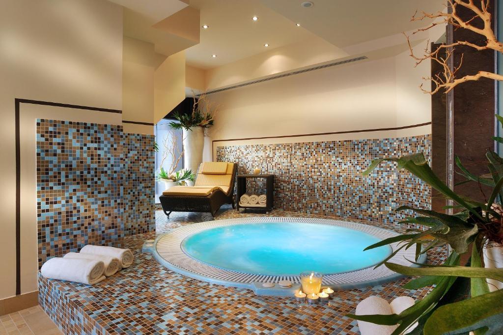 Piscina di Hotel Leopardi o nelle vicinanze