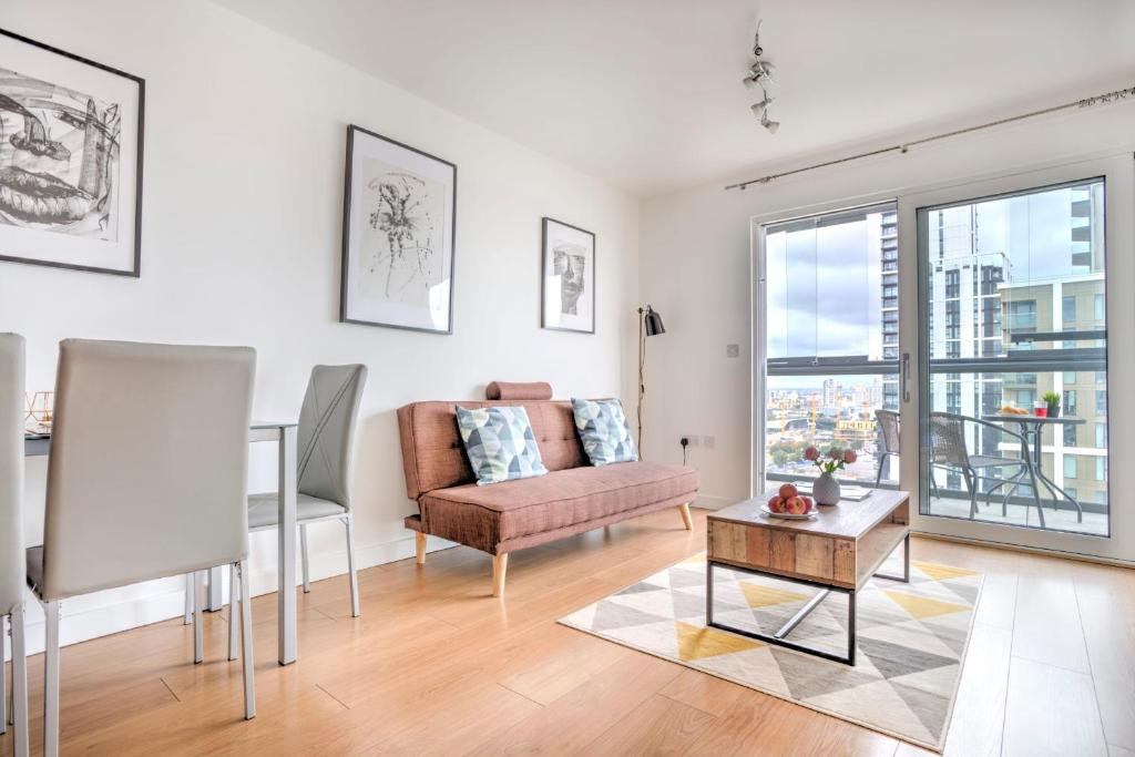 Bright & Modern 2-Bed Apt W/Balcony In Greenwich