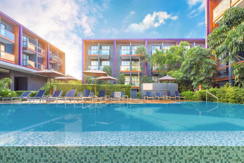 The swimming pool at or near Holiday Inn Express Phuket Patong Beach Central