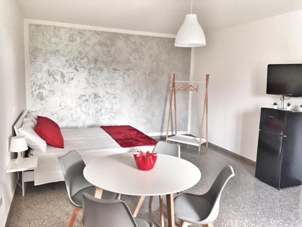 A seating area at Red Tower Venice - 2 mins from VCE Airport- free Wifi