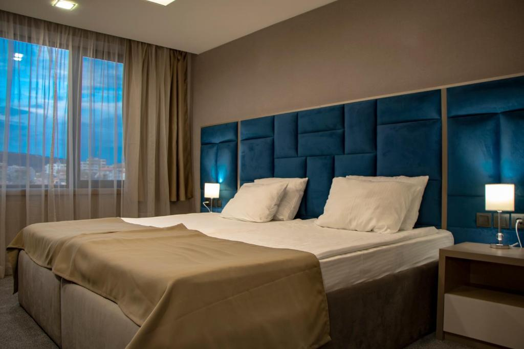 A bed or beds in a room at Grand Hotel Shumen