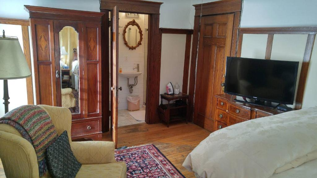 A television and/or entertainment center at Ashbury House Bed & Breakfast
