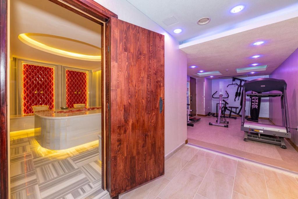 Фитнес-центр и/или тренажеры в Bekdas Hotel Deluxe & Spa