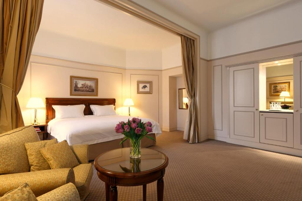 A bed or beds in a room at Hotel Le Plaza Brussels