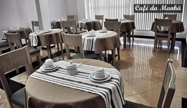 A restaurant or other place to eat at HOTEL PORTO VITORIA