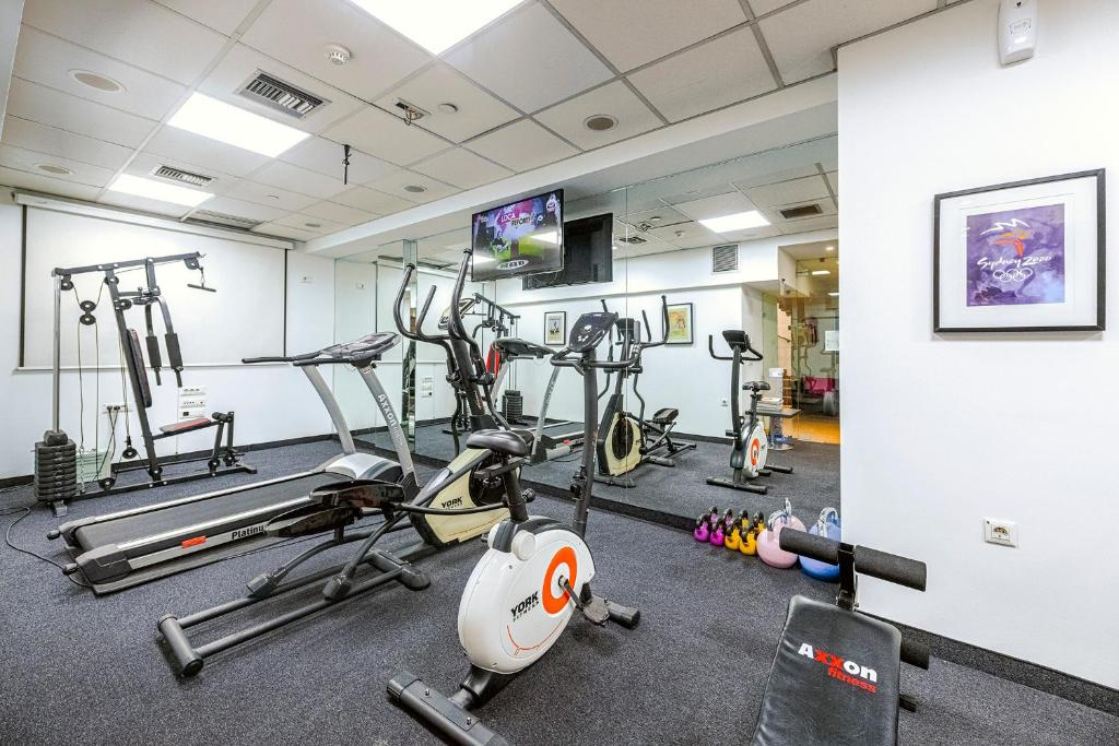 The fitness centre and/or fitness facilities at Polis Grand Hotel