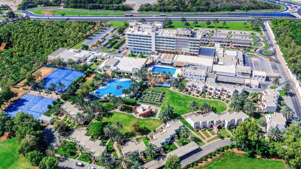 A bird's-eye view of Radisson Blu Hotel & Resort, Al Ain