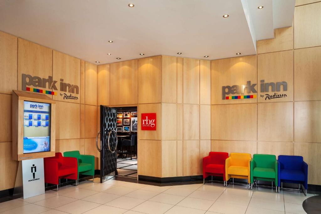 The lobby or reception area at Park Inn by Radisson Belfast