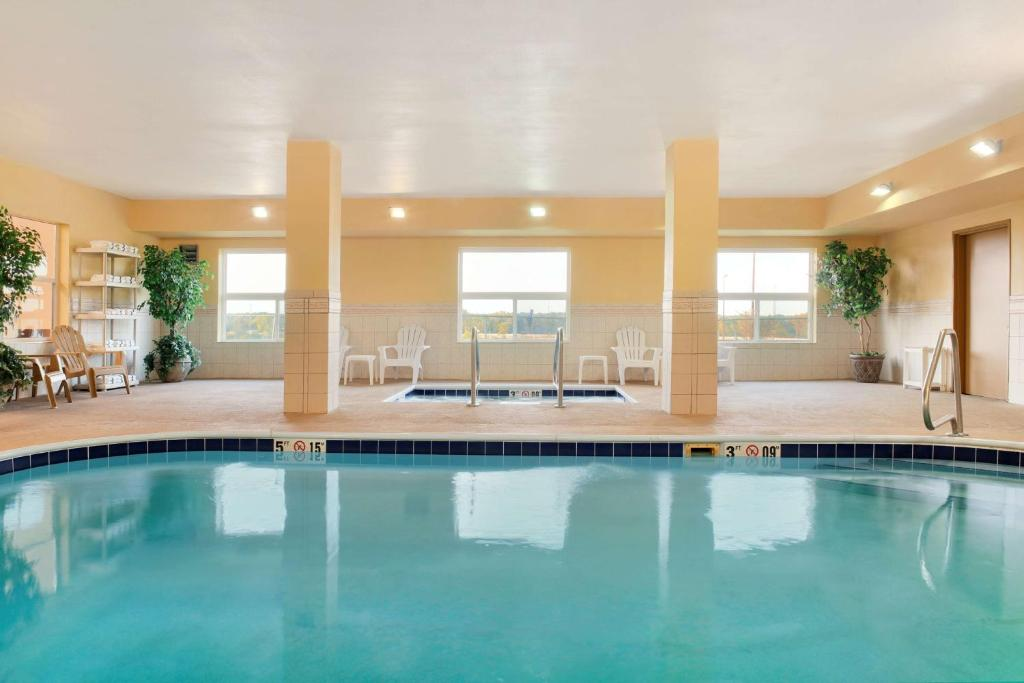 The swimming pool at or near Country Inn & Suites by Radisson, Moline Airport, IL