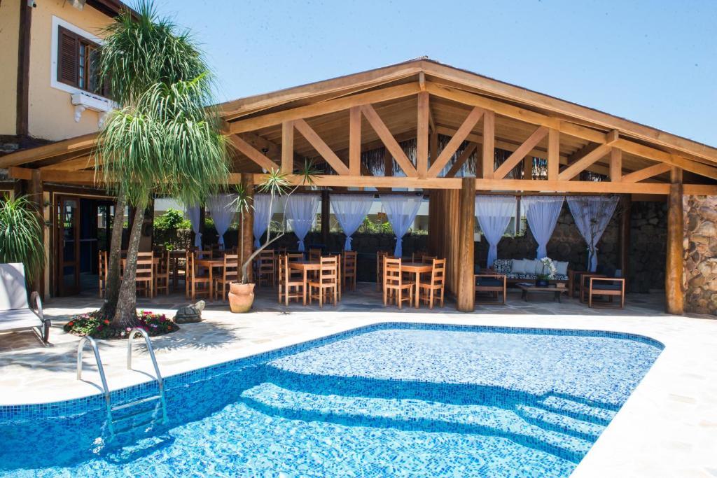 A piscina localizada em Pousada Tamara ou nos arredores