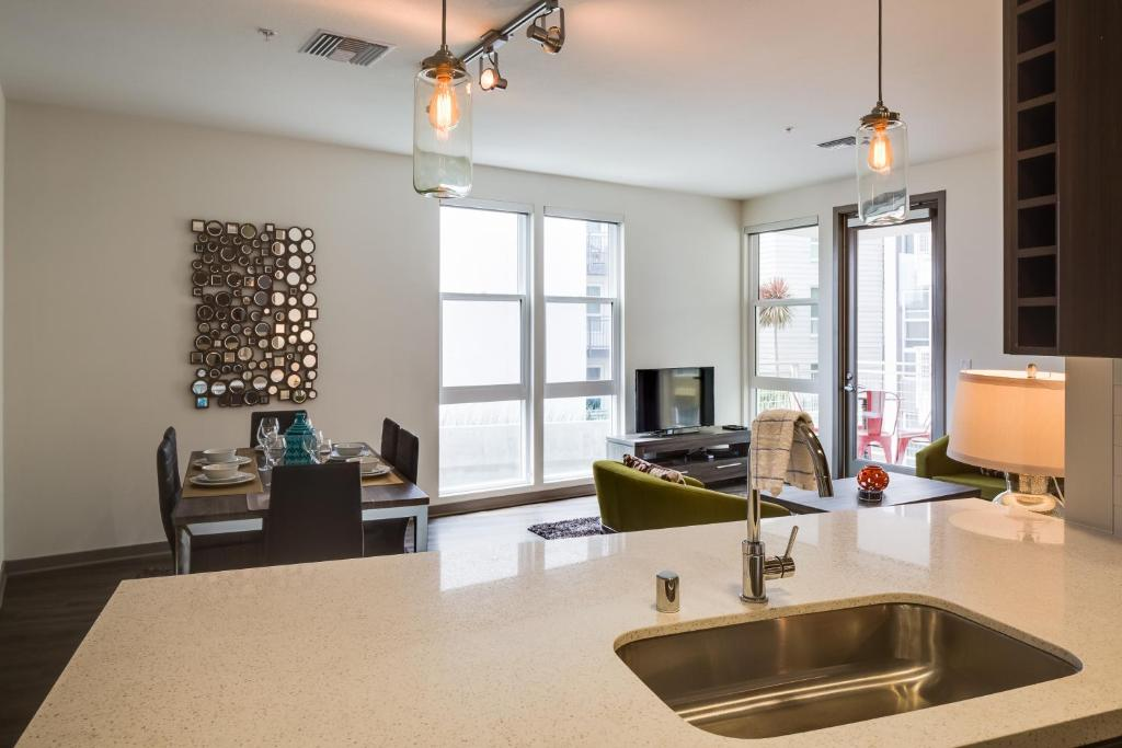 G Street Apartment by Stay Alfred