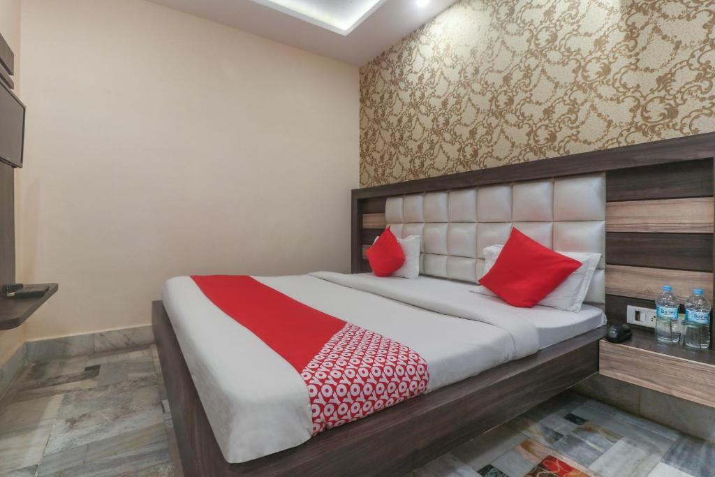 Oyo 60651 Hotel Arya Intia Varanasi Booking Com