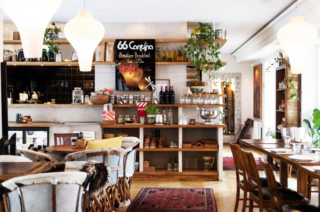 A restaurant or other place to eat at Carlton Guldsmeden