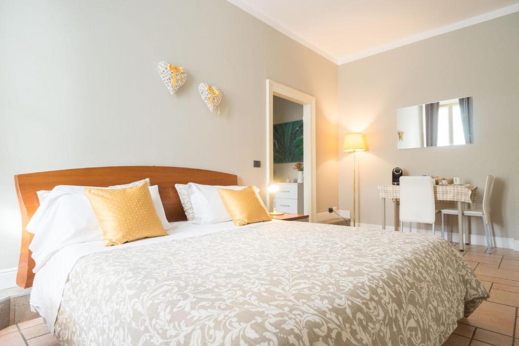 Un pat sau paturi într-o cameră la B&B centrobergamo