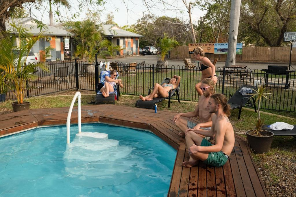 The swimming pool at or close to Rockhampton Backpackers YHA