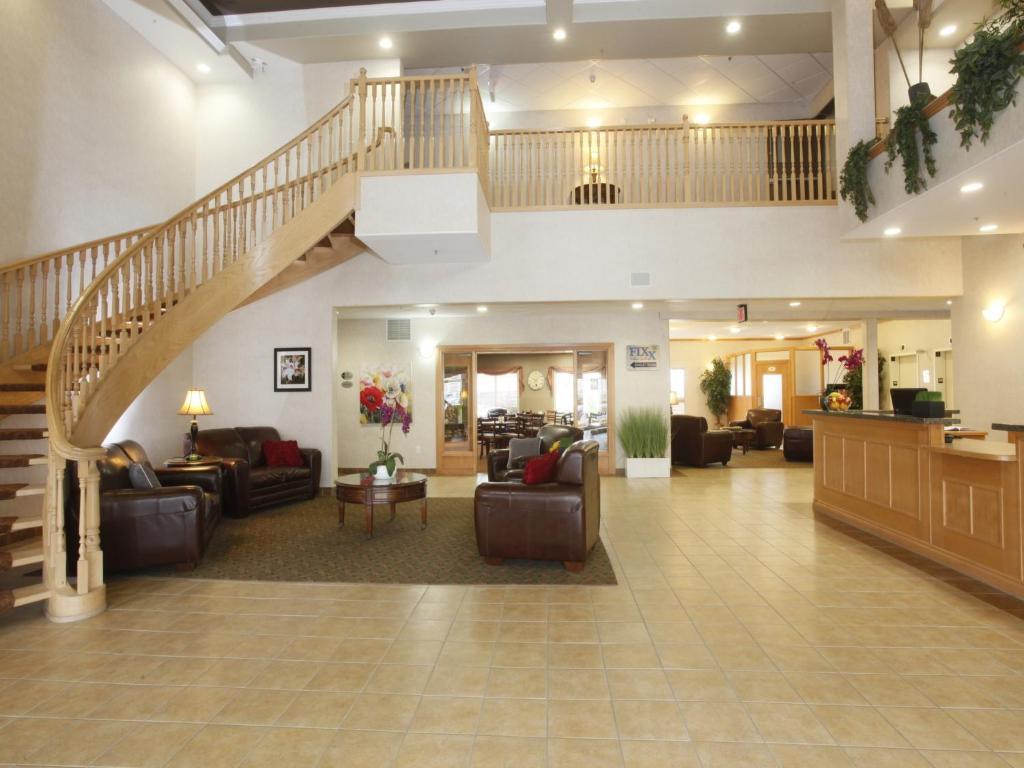 The lobby or reception area at Stonebridge Hotel Dawson Creek