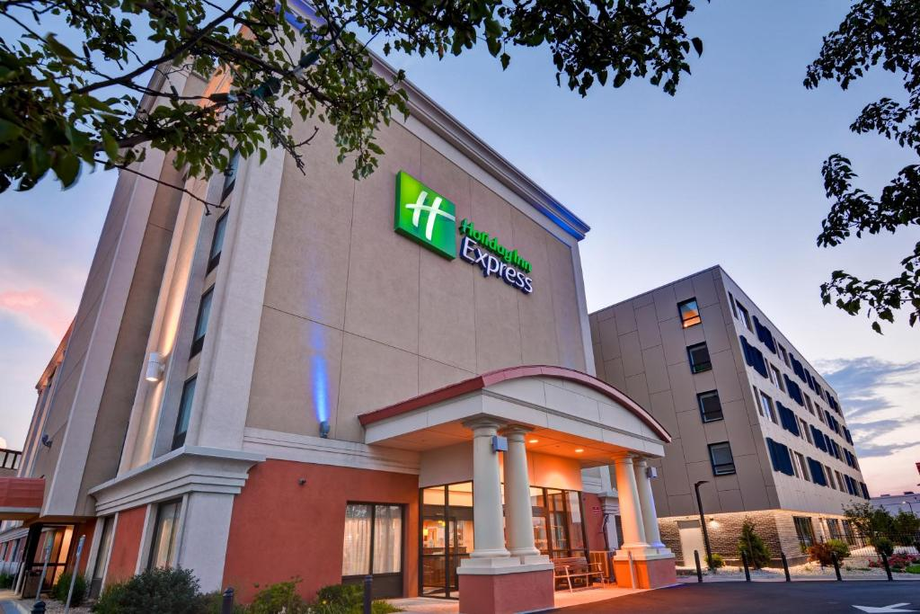 Holiday Inn Boston Ma Booking Com
