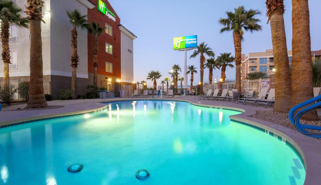 The swimming pool at or close to Holiday Inn Express Las Vegas South