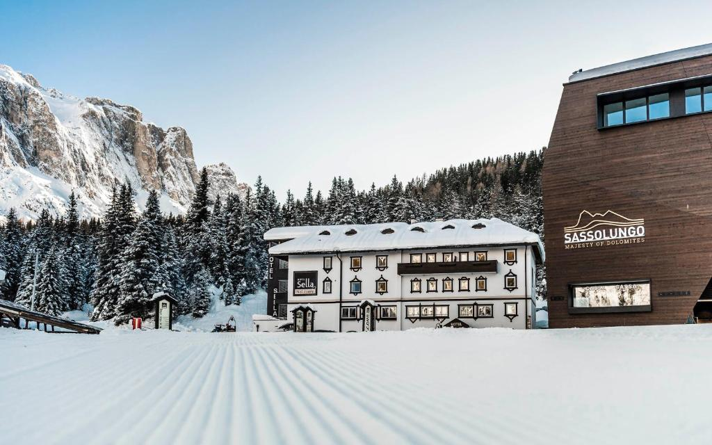 Hotel Sella***s during the winter