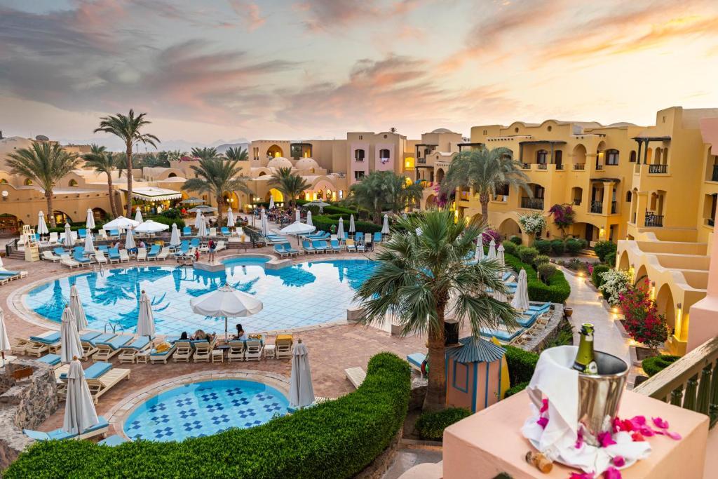 O vedere a piscinei de la sau din apropiere de The Three Corners Rihana Resort