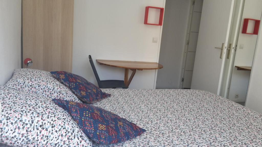 Pension Chambre Avec Entrée Libre et Salle (Frankreich ...