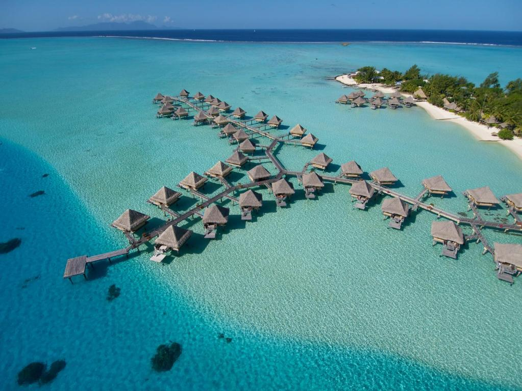 Uma vista aérea de InterContinental Bora Bora Le Moana Resort