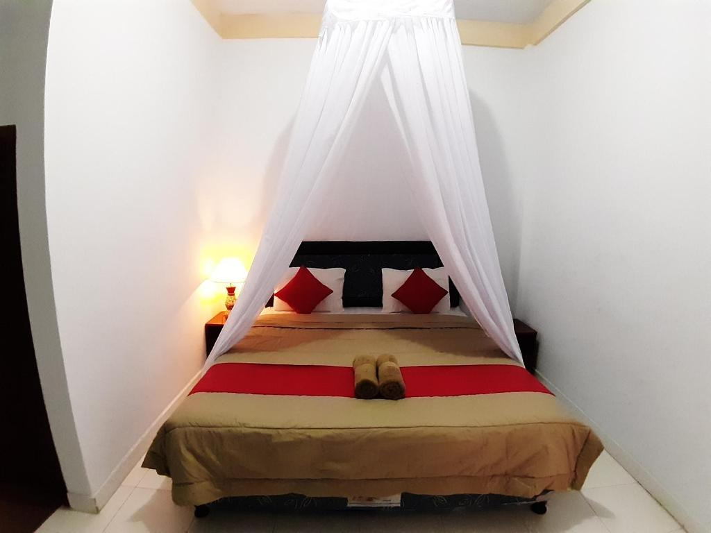 A bed or beds in a room at Mangga Homestay