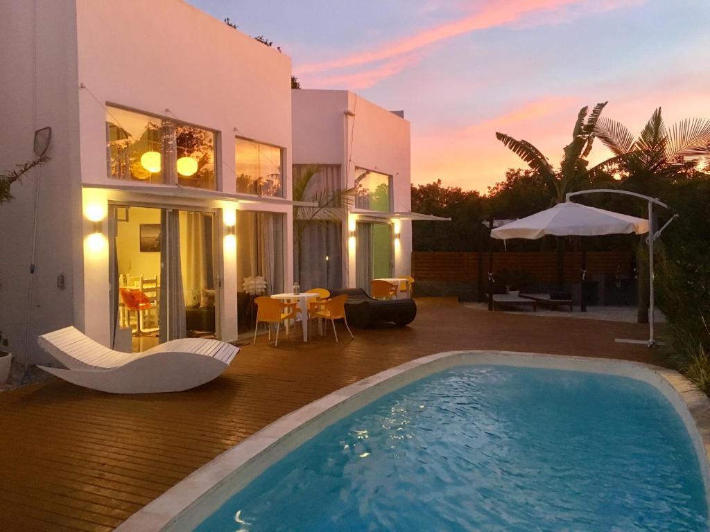 Piscina en o cerca de Stylish Beach House with pool