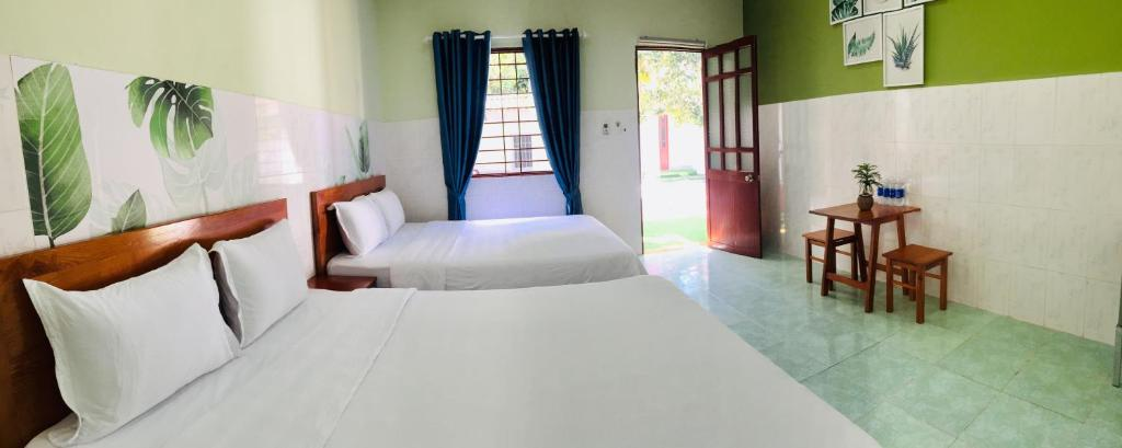 A bed or beds in a room at Eden House & Coffee Con Dao