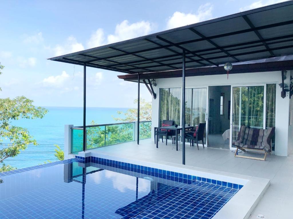 Der Swimmingpool an oder in der Nähe von Your Home Samui