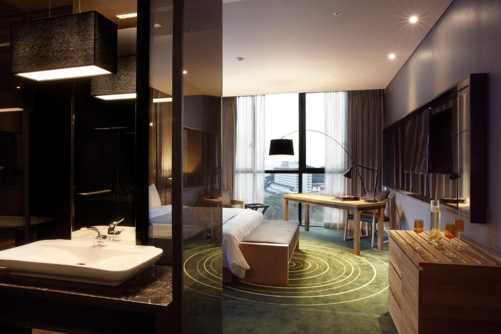 Baðherbergi á Best Louis Hamilton Hotel Haeundae