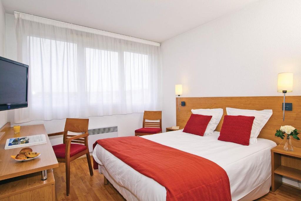 Cama o camas de una habitación en Séjours & Affaires Lyon Saint-Nicolas