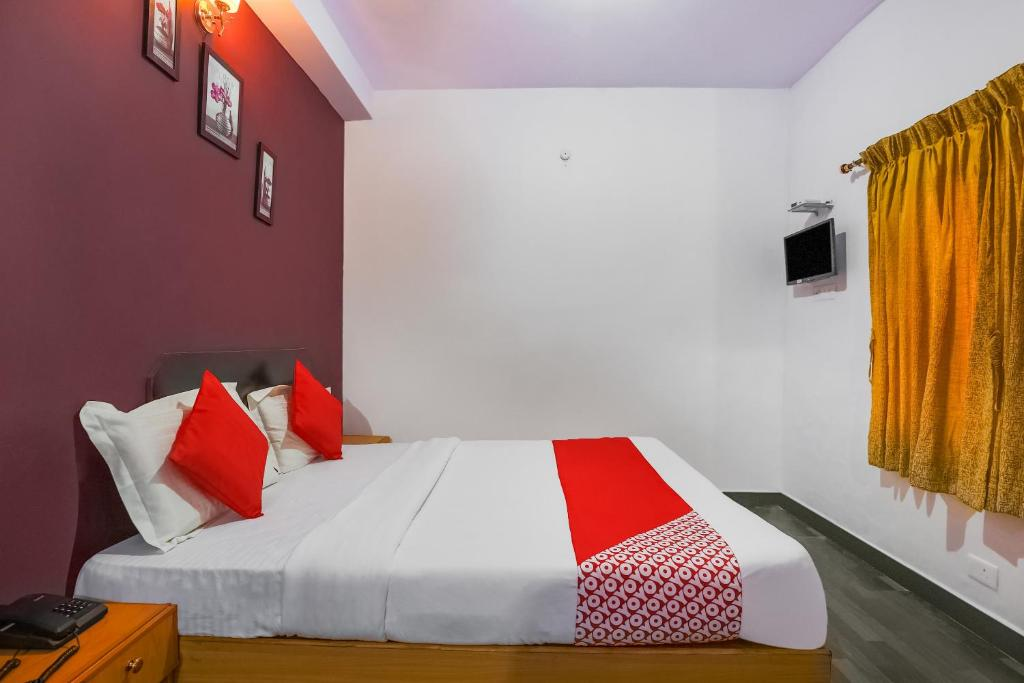A bed or beds in a room at OYO 27895 Memo Rooms