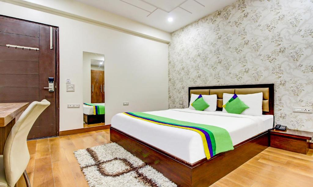 A bed or beds in a room at Treebo Trend M2M Residency