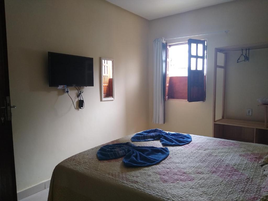 A television and/or entertainment centre at Hospedaria Casa de Adriana