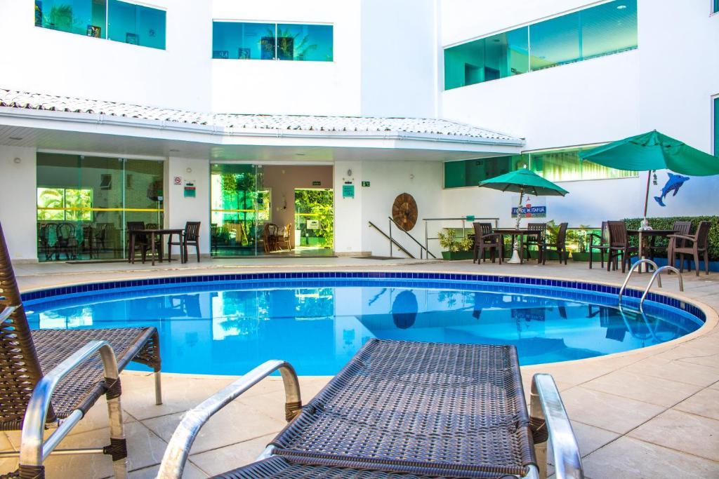 The swimming pool at or close to Farol de Itapuã Praia Hotel