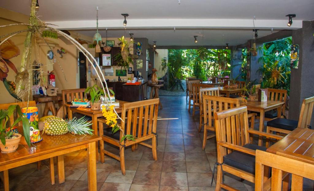 A restaurant or other place to eat at Pura Vida Hotel