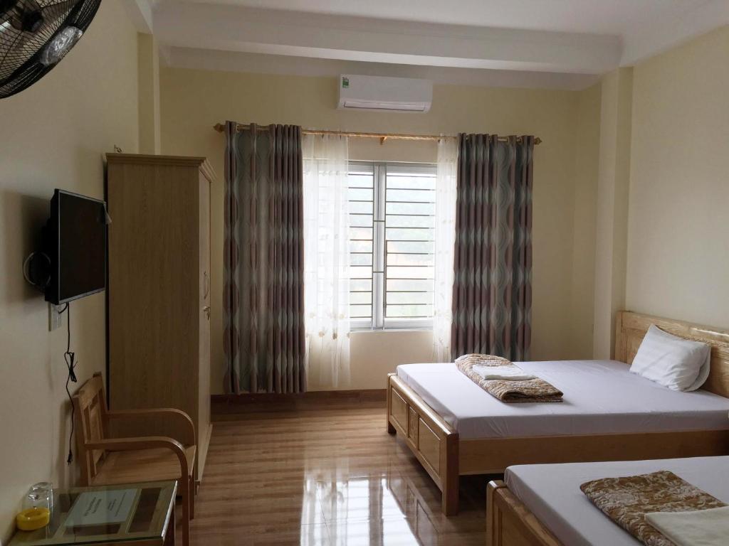 Giường trong phòng chung tại Viet Dzung Motel
