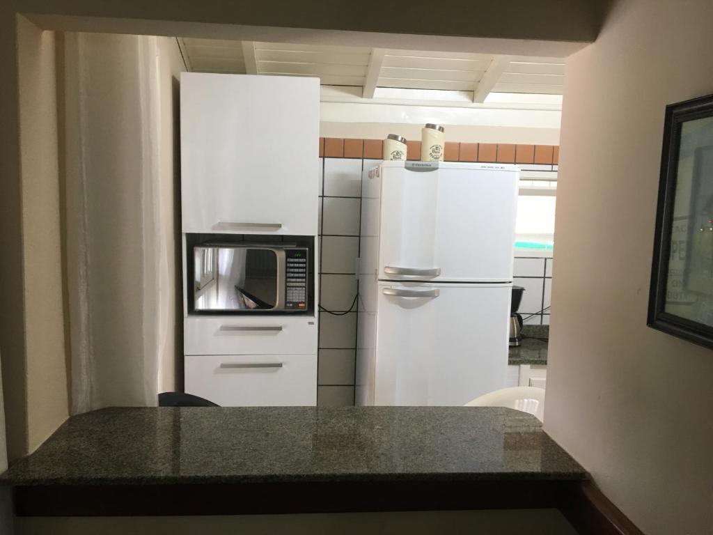 Una cocina o zona de cocina en Chalé ponta das Canas