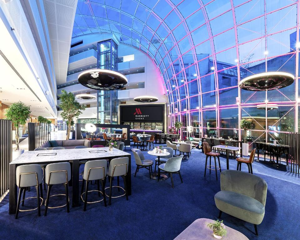 A restaurant or other place to eat at Ghent Marriott Hotel